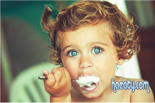 صور اطفال و هى تأكل تحفه