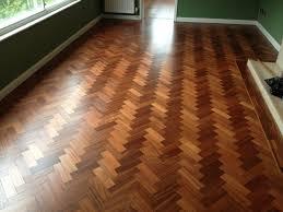 تنظيف خشب الباركية